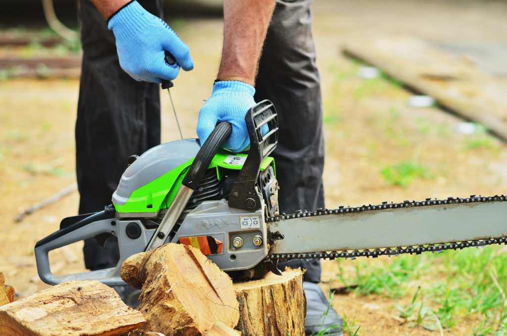 man using the saw